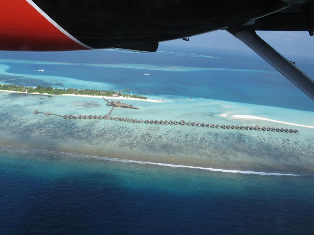Malediven-Hotelinsel von oben ...