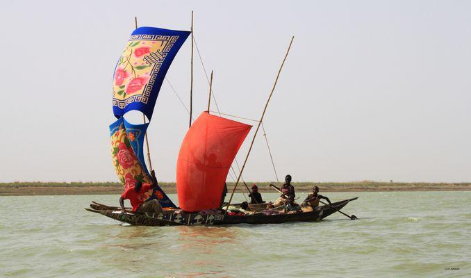 Mali : pirogue sur le Niger