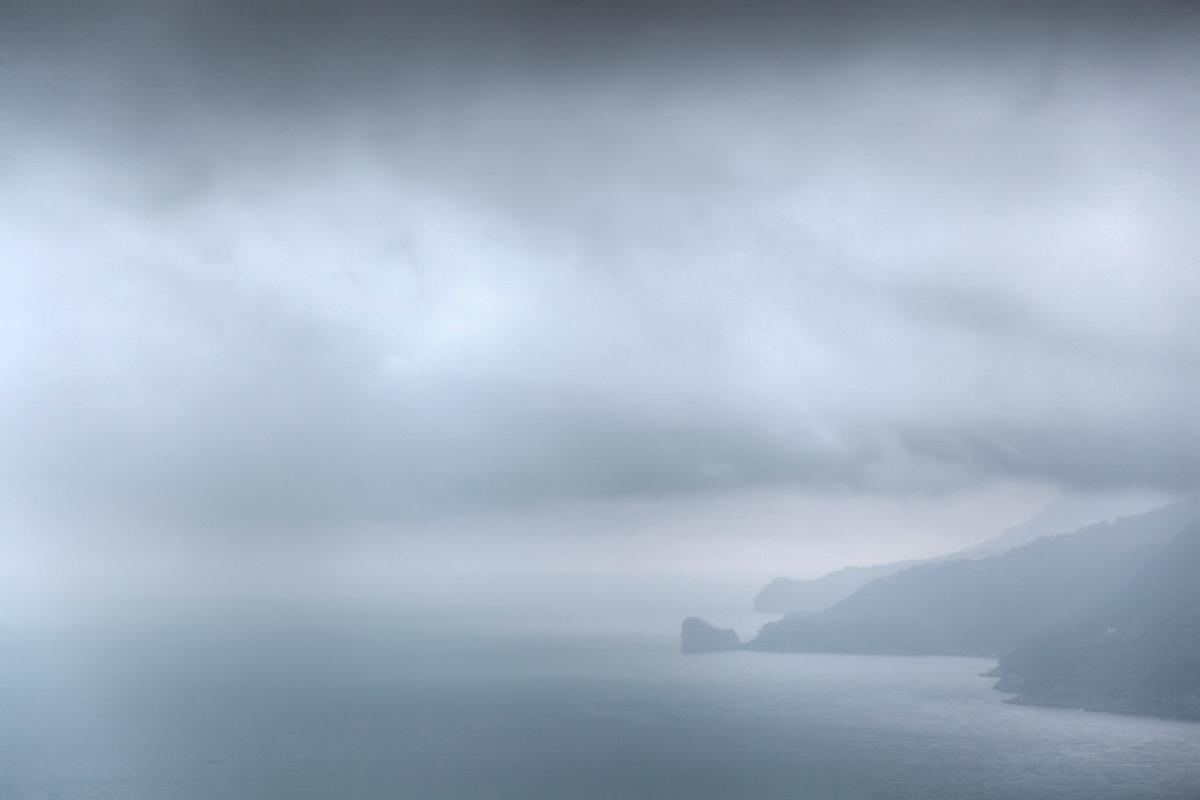 Mallorcas Westküste im Nebel
