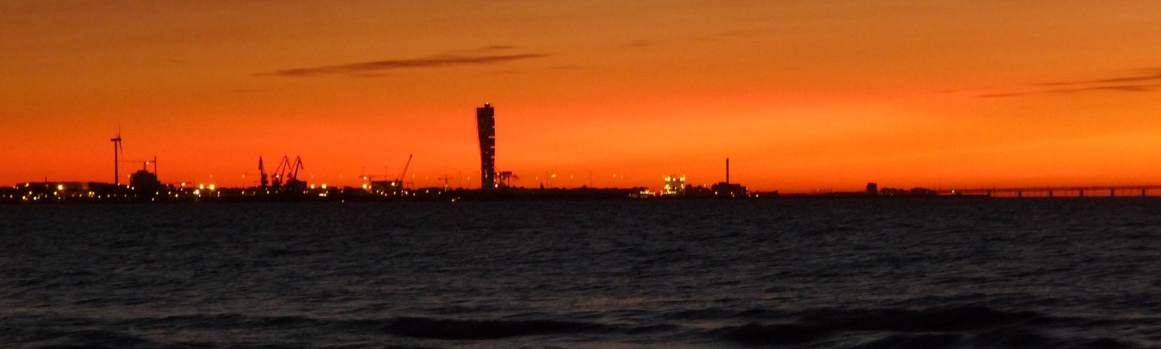 Malmö Hafen im abendlicht