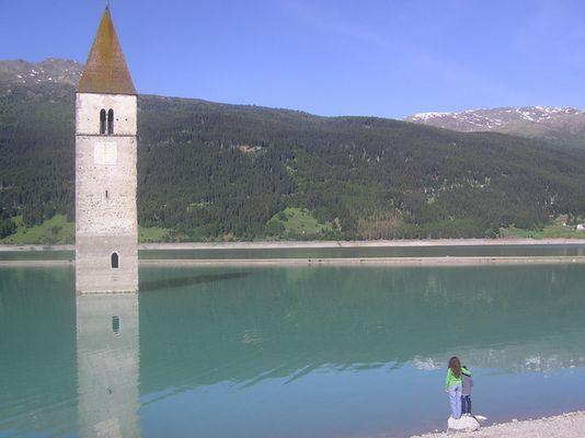 Mama, wie kommt der Turm da ins Wasser???