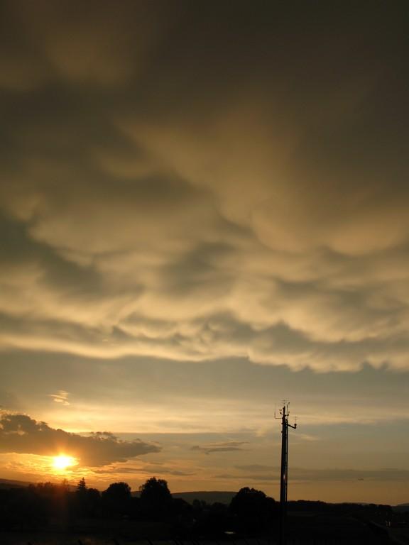 Mammatus in der Nähe einer Gewitterzelle 10. Juni 2008