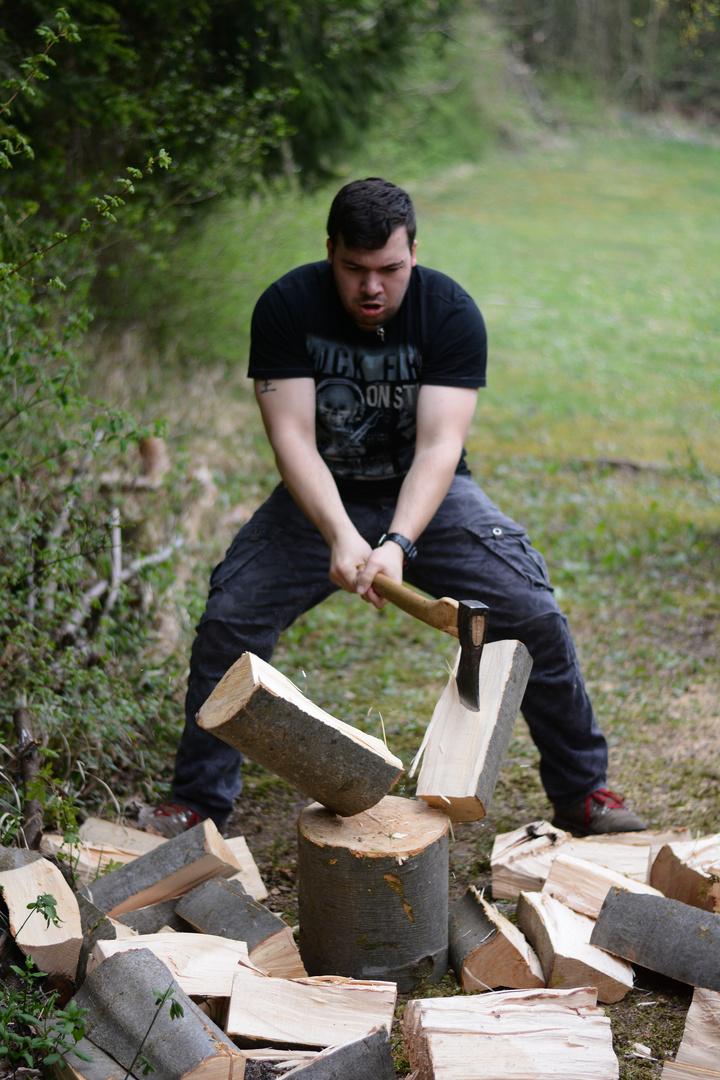 Man against Wood ||