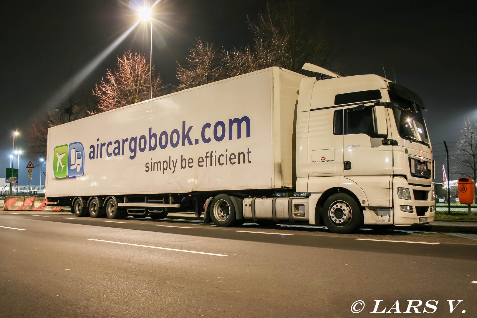 MAN TGX mit aircargobook.com Auflieger in Düsseldorf am Cargo Center