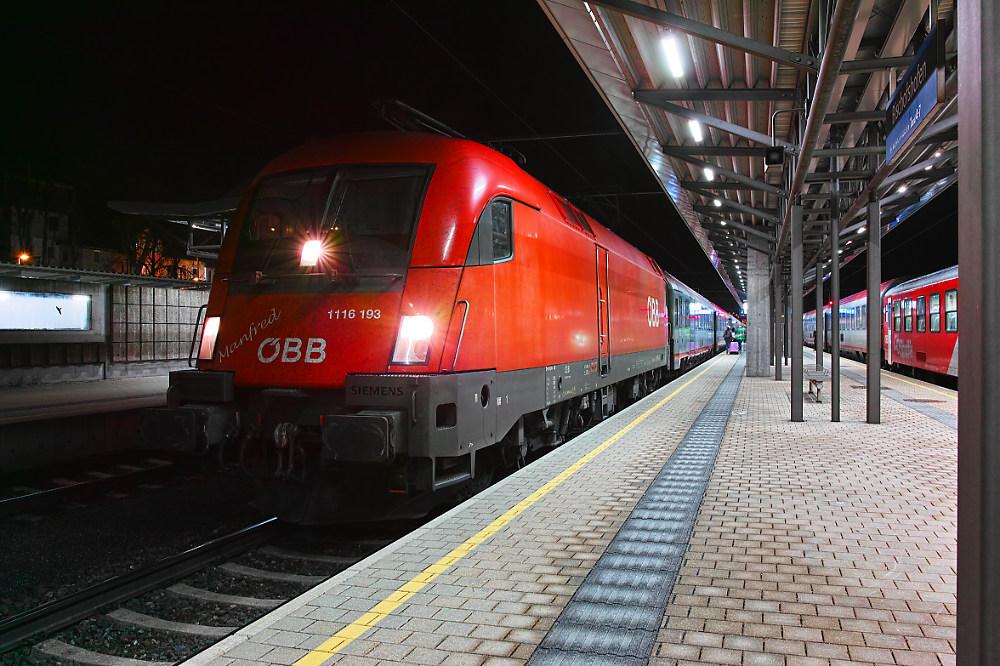 Manfred bespannt den OIC 692 nach Klagenfurt