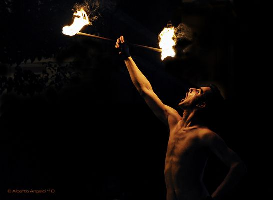 MANGIAFUOCO / FIRE-EATER