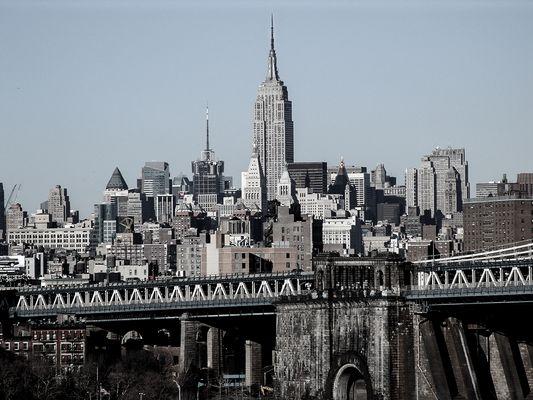 Manhattan Bridge mit Empire State Building