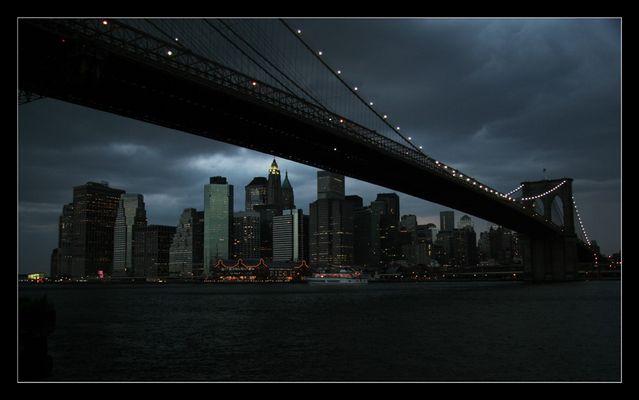 Manhatten Skyline mit Brooklyn Bridge