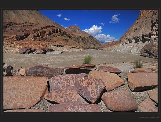 Manisteine am Indus