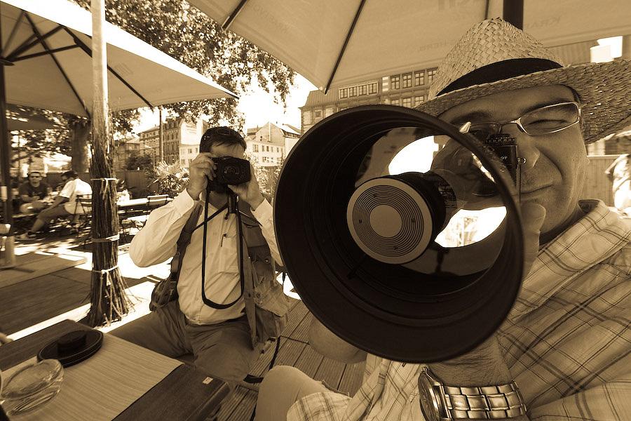 Mann mit Hut und Kanone