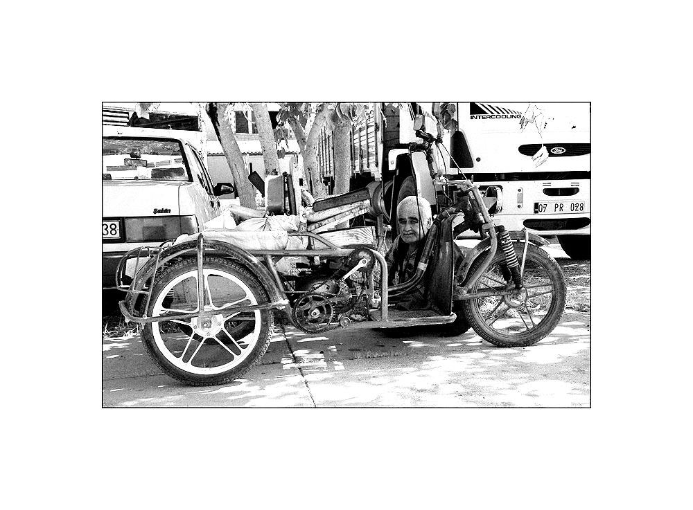 Mann mit Motorrad