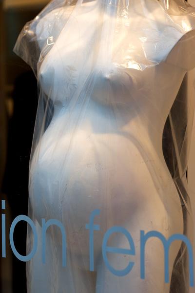 "Mannequin ""enceinte"". Paris."