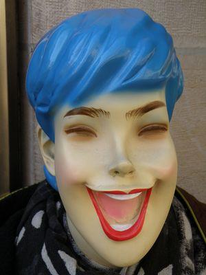 Mannequin hilarant... à Dijon, Côte d'Or, Bourgogne - 3