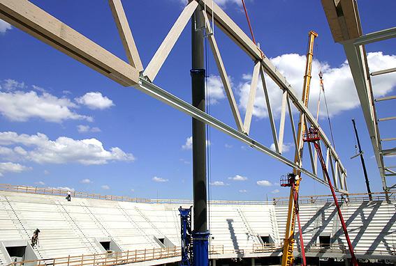 mannheim arena, montage der 90 m breiten dachträger