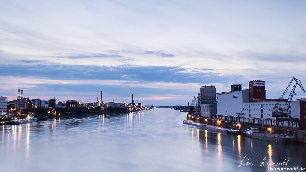 Mannheim Hafen bei Nacht