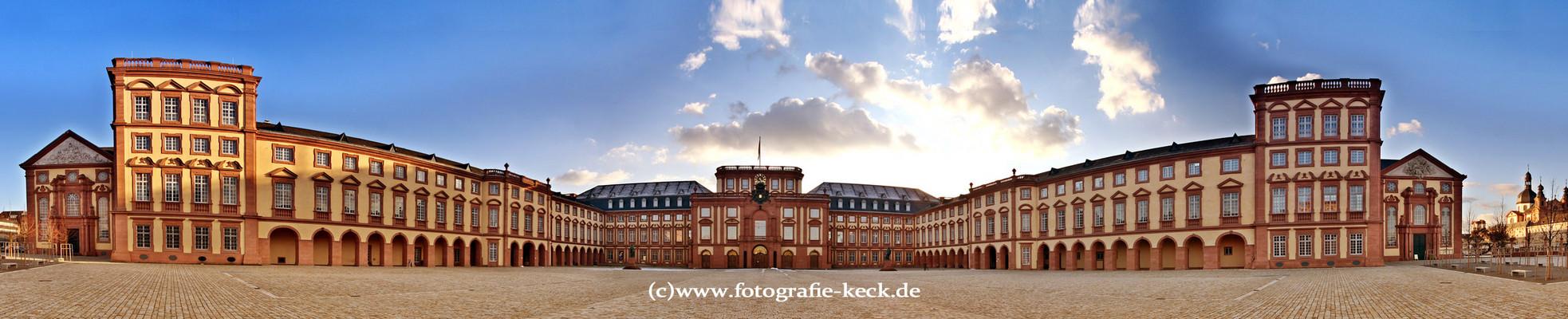 Mannheimer Schloss im Februar 2009