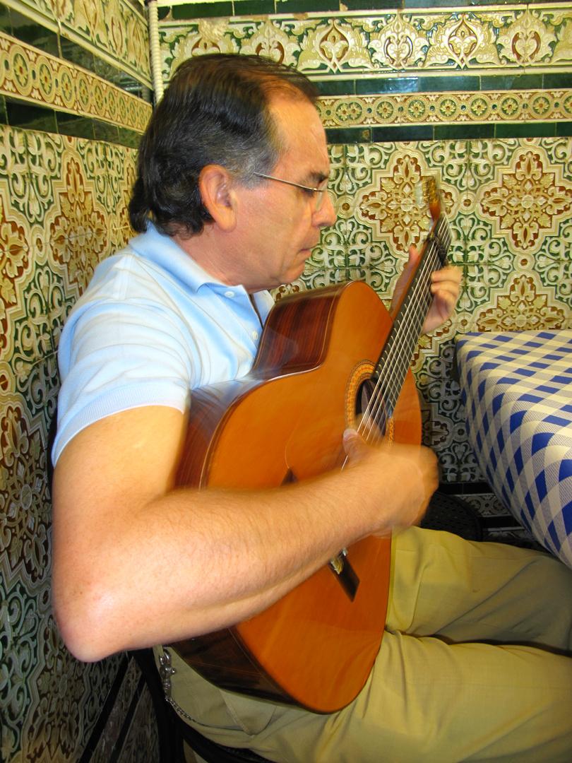 MANUEL MUÑOR ,GUITARRISTA Y CANTAOR