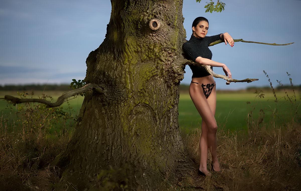 Manuela am Baum