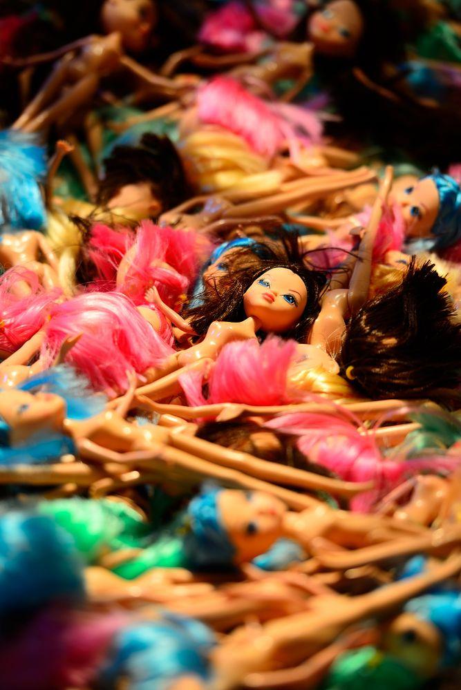 many dolls