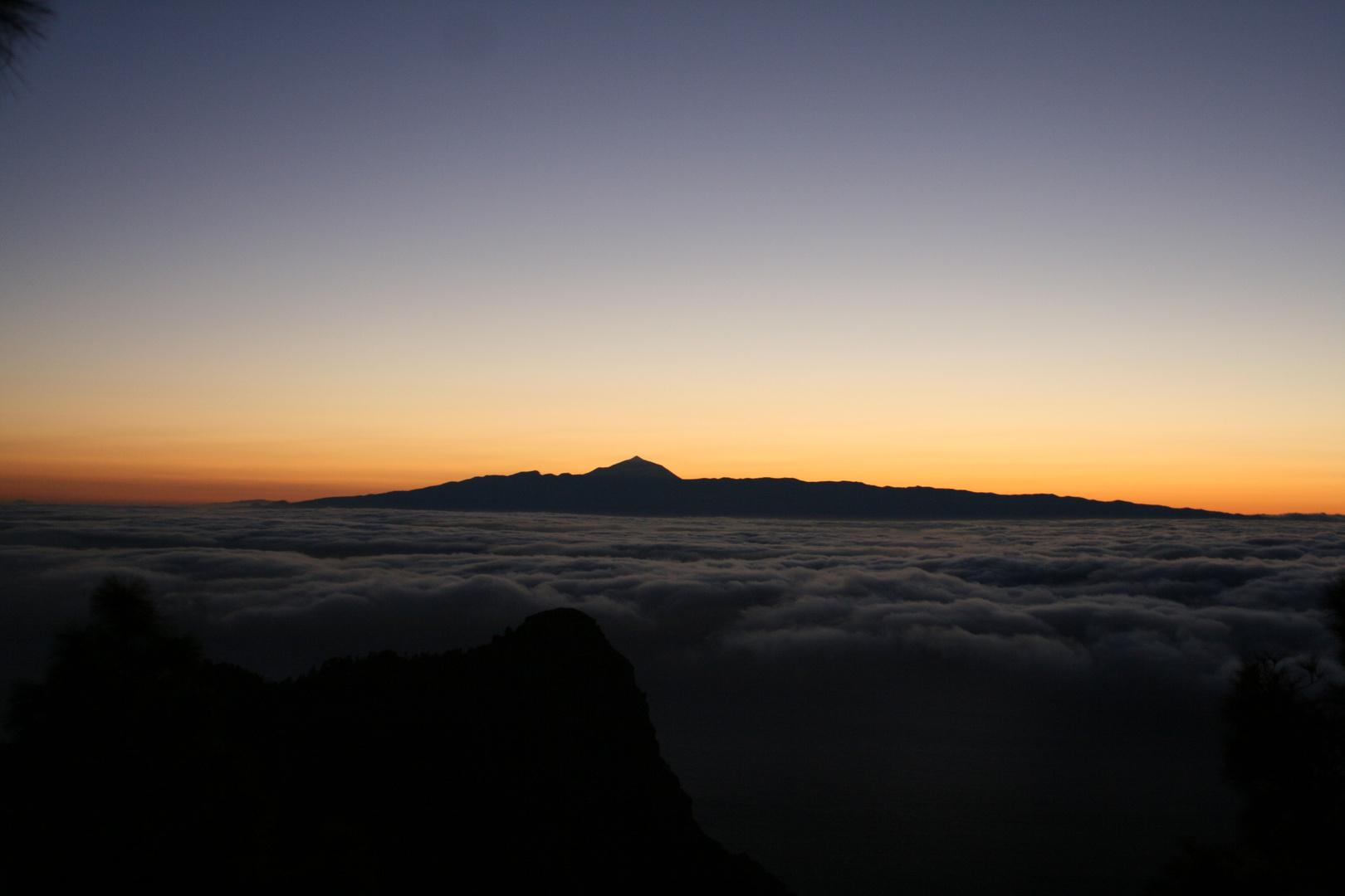 Mar de Nubes entre dos islas