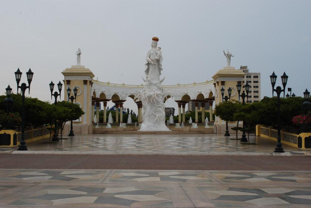 Maracaibo, Monumento a la Virgen de Chiquinquira, Venezuela