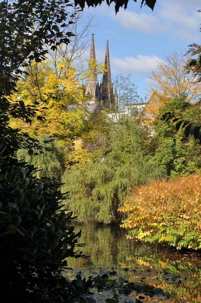 Marburg - Alter botanischer Garten und E-Kirche