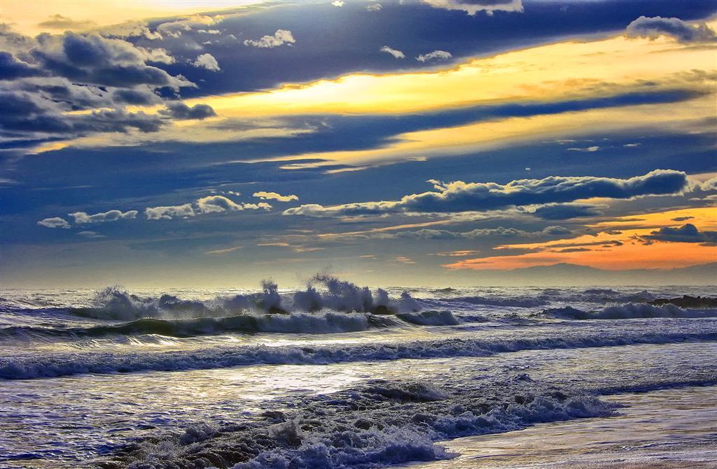 Mare mosso foto immagini paesaggi mare natura foto su for Immagini sfondo mare