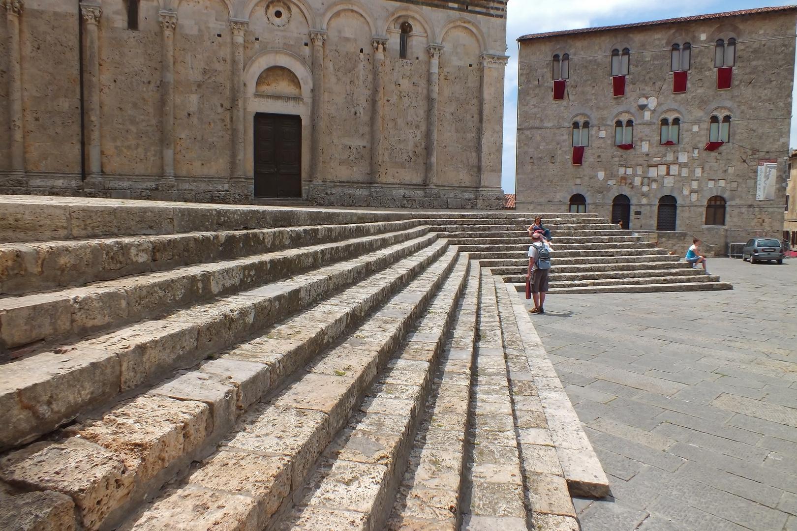Maremma in quarantadue ore - 25/27 Maggio 2012 - Dieci - Le gradinate del Duomo di Massa Marittima