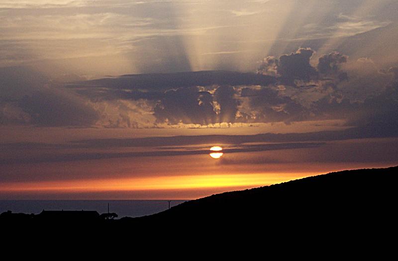 .....mare...monti...e tramonto......