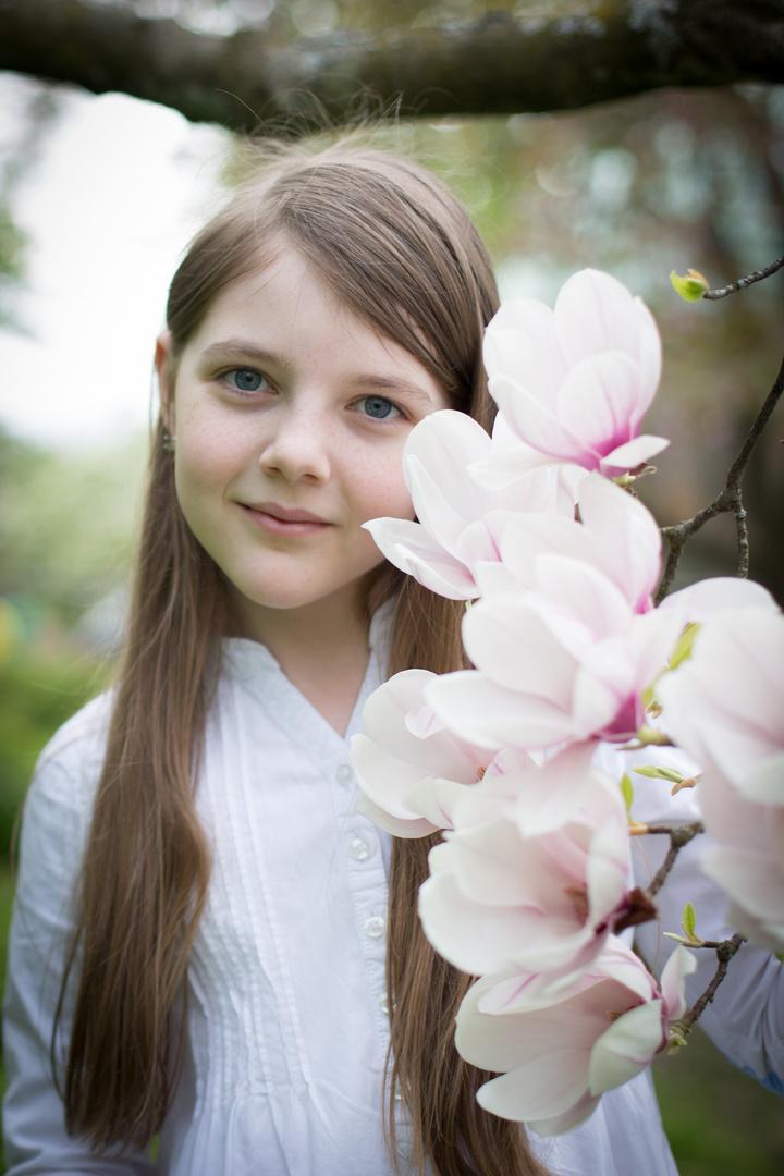 Maria mit Magnoliablüten 2