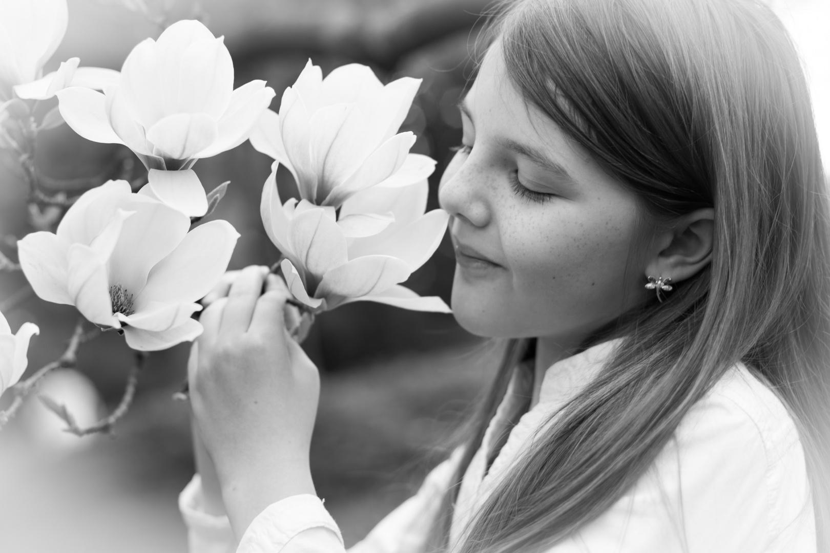 Maria mit Magnoliablüten