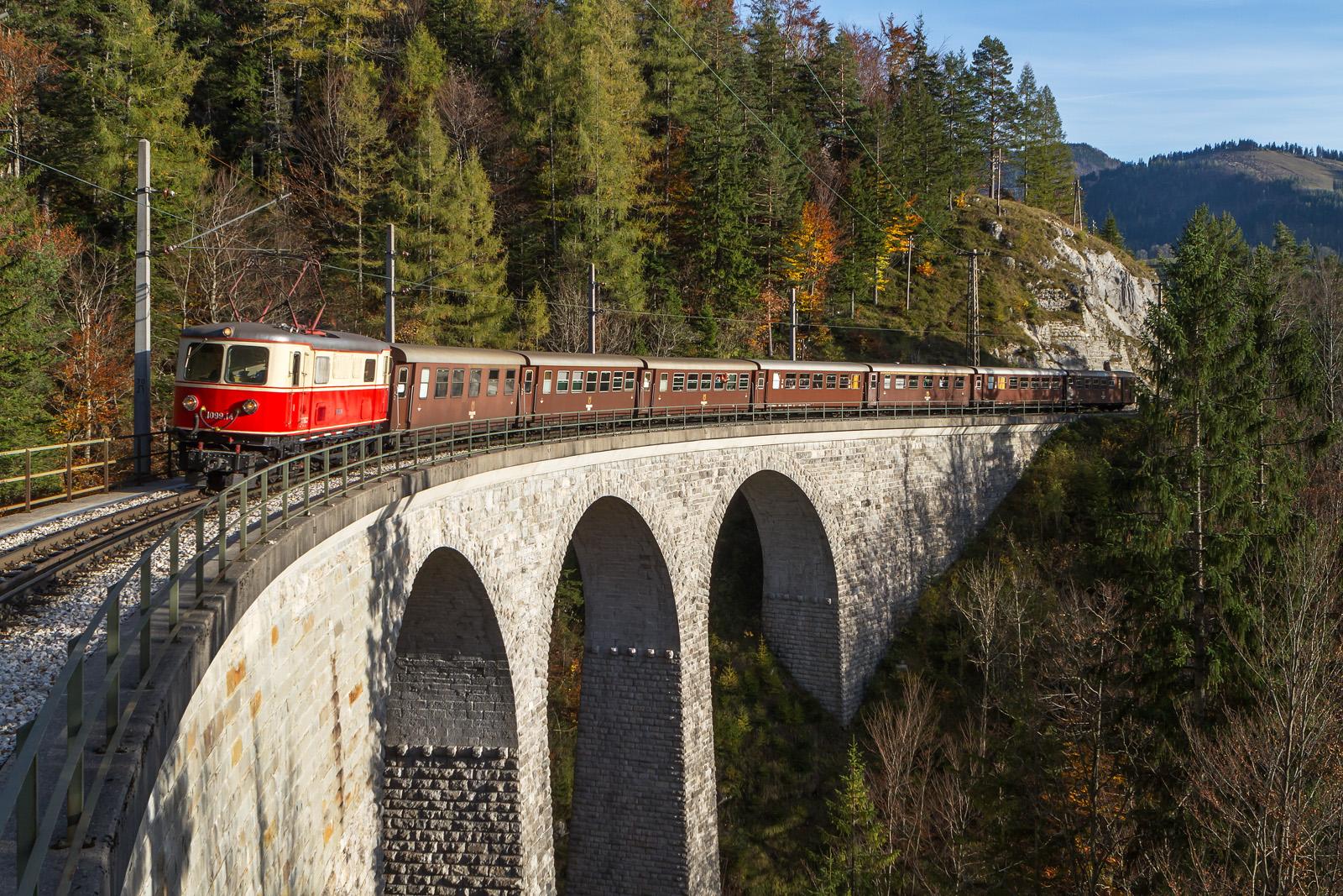 Mariazellerbahn mit 1099.14 auf dem Saugrabenviadukt