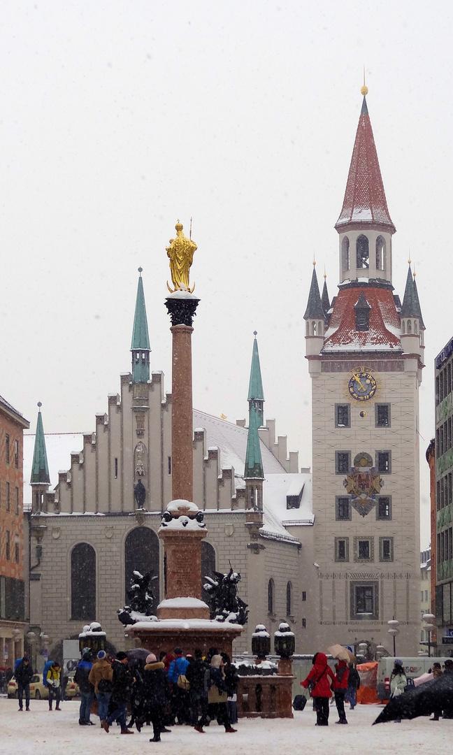 marienplatz leicht beschneit