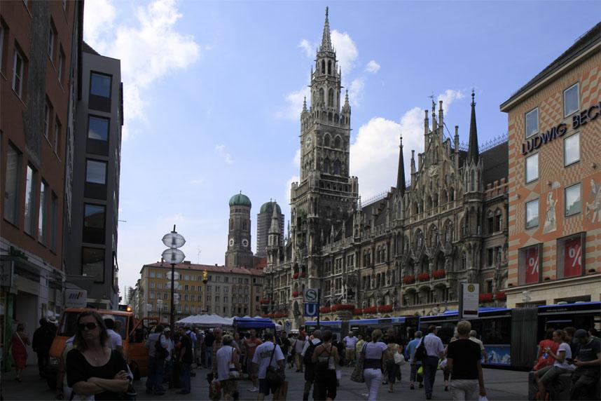 Marienplatz mit Rathaus