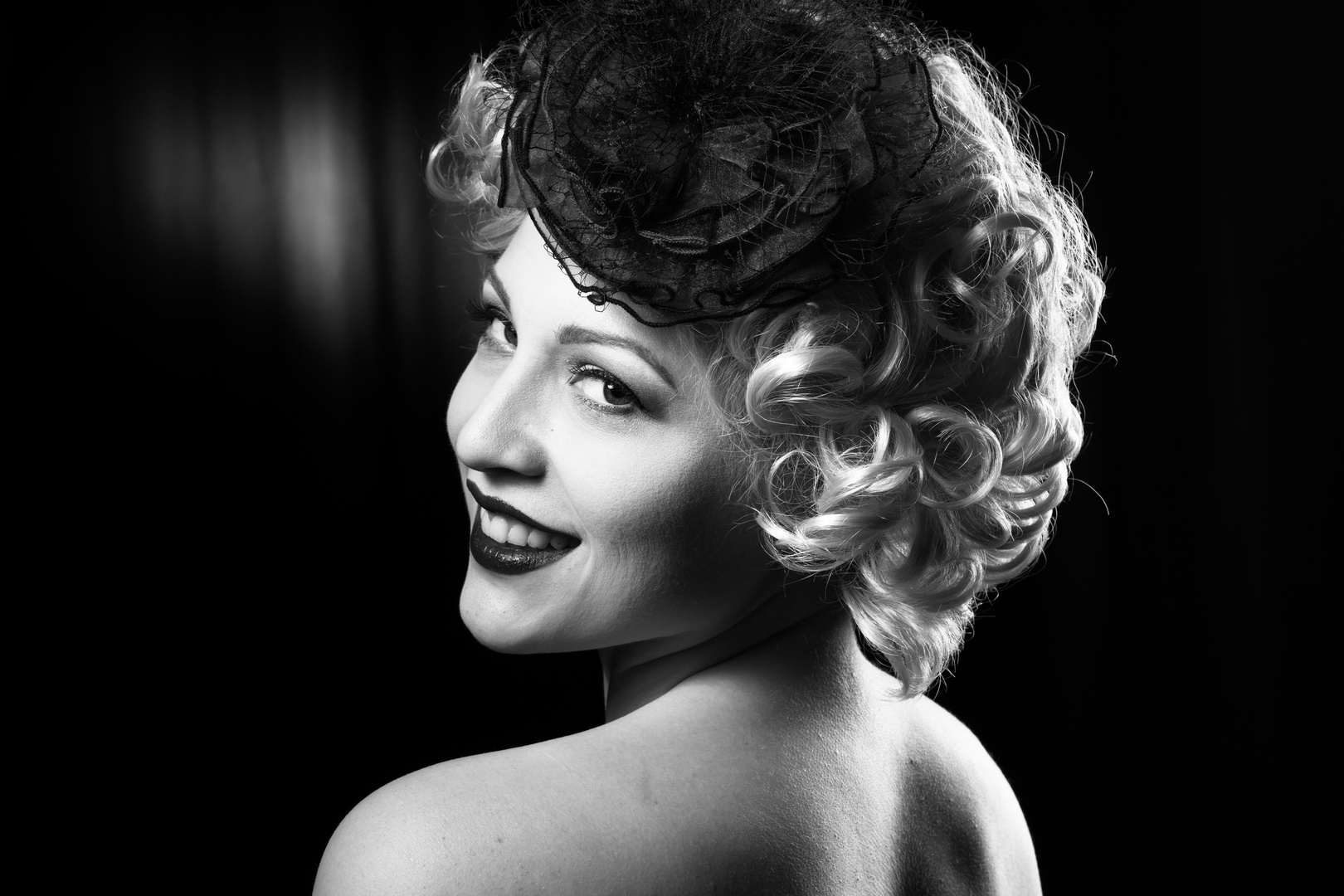 Marilyn back and white