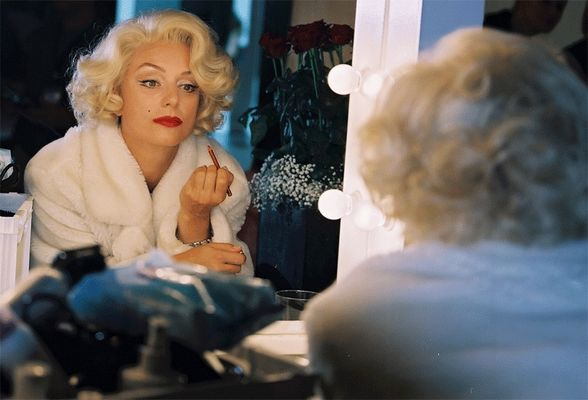 Marilyn-in-the-mirror