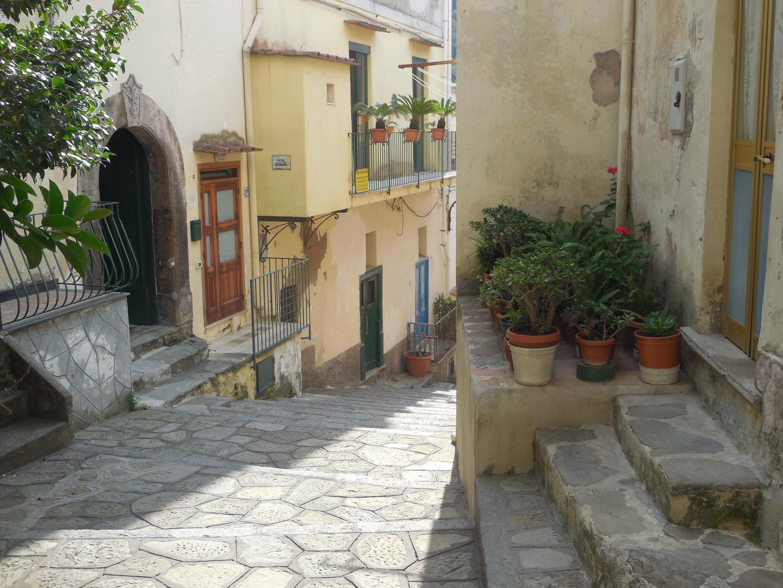 Marina della Lobra Weg zum Hafen oberer Teil