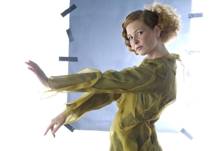 Marion mit Kleid aus Wildseide