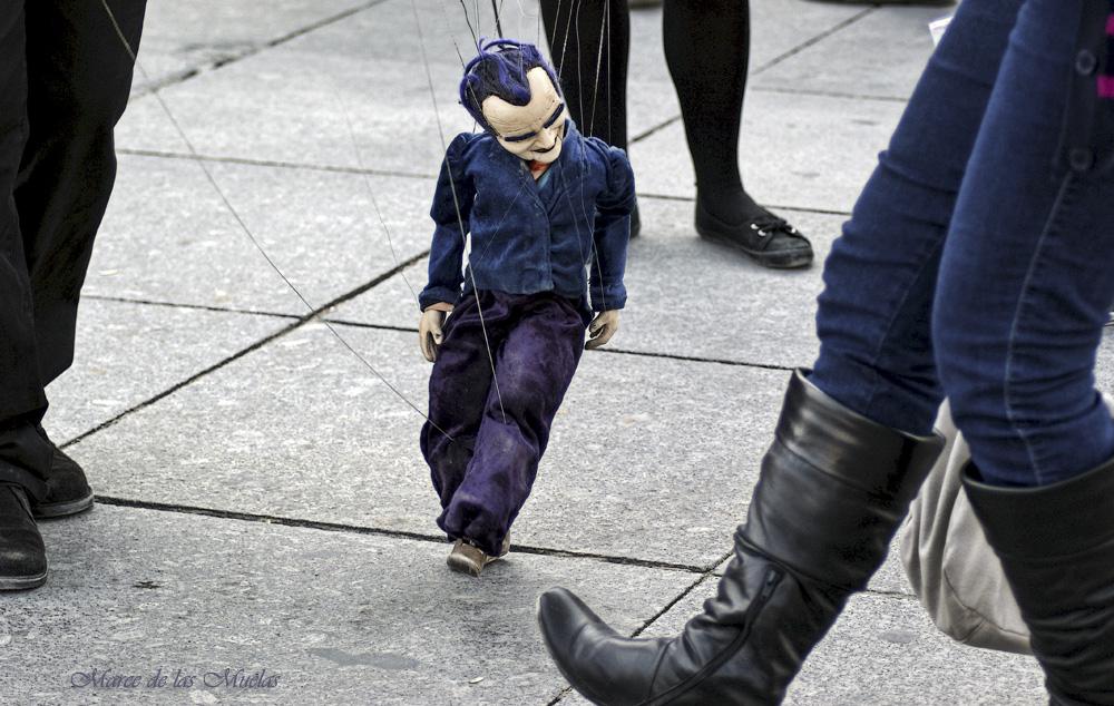 ...marionetas...