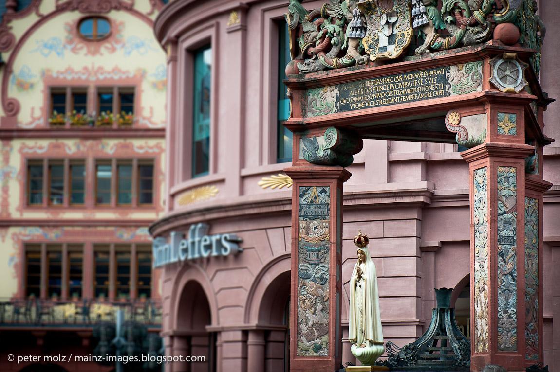 Marktbrunnen in Mainz / Ostern 2012