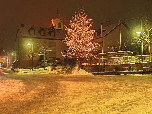 Marktplatz in Osburg bei Nacht