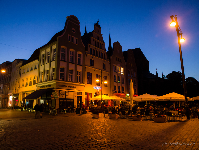 Marktplatz in Rostock beleuchtet