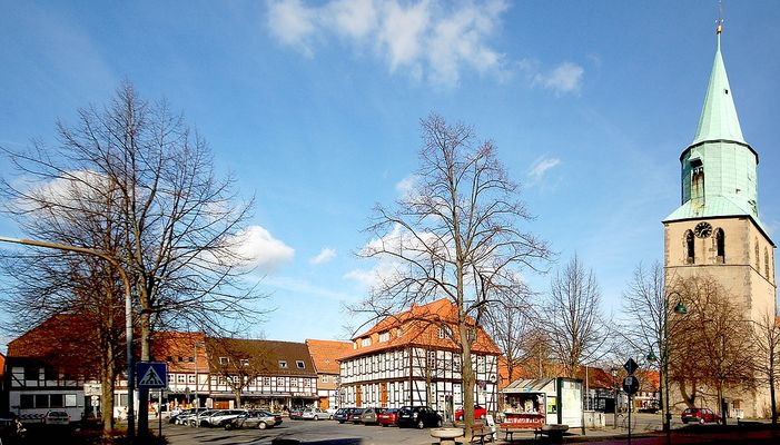 Marktplatz & Kirchturm....