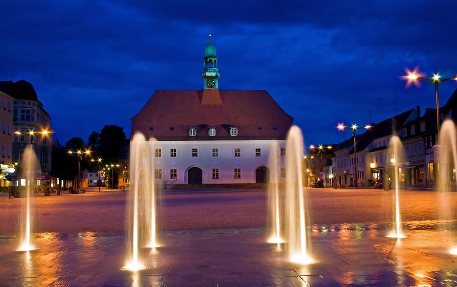 Marktplatz mit Wasserspiel in Finsterwalde