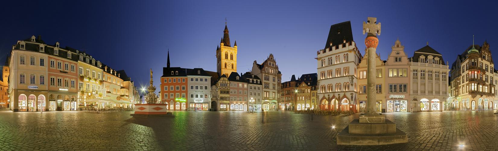 Marktplatz Trier beleuchtet Panorama