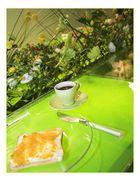 Marmelade, Brot und Blumen und ein Pöttchen Kaffee