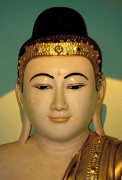 Marmor-Buddha in der Shwedagon-Pagode