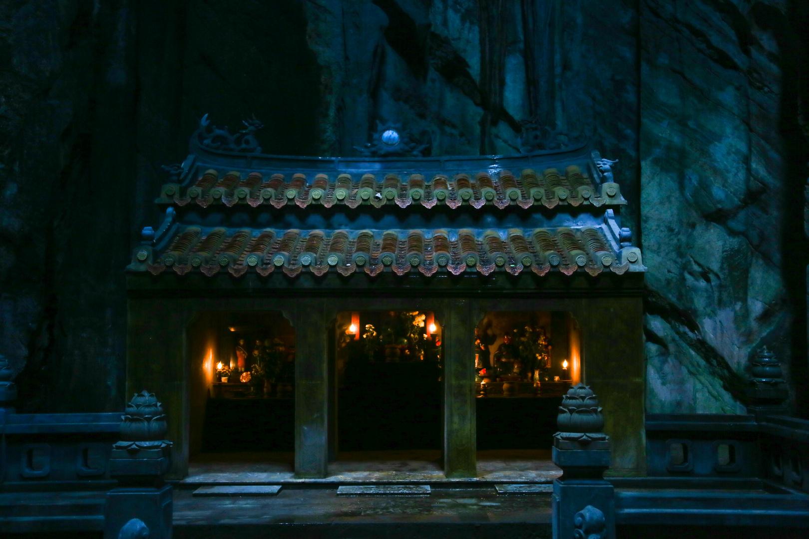 Marmorberge, Tempel im Berg