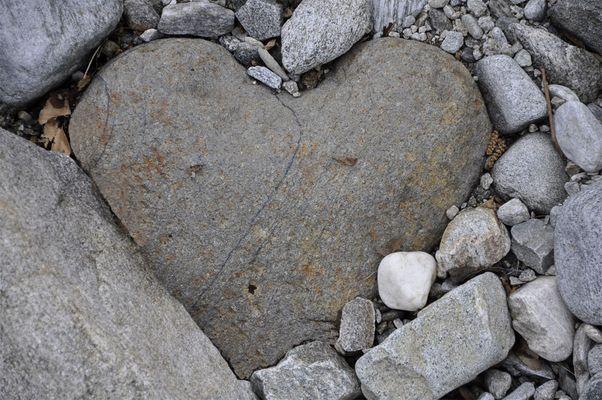 Marmorstein und Eisen bricht, aber unsere Liebe nicht