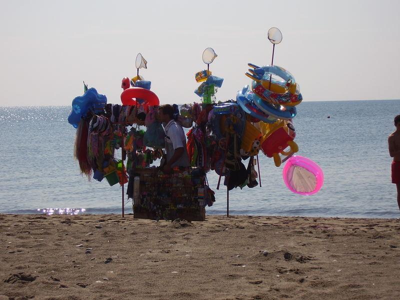 Marocchino sulla spiaggia di Policoro